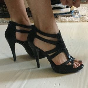 Like New Black Chinese Laundry Heels